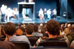 La créativité est au coeur de l'écriture d'une pièce de théâtre.